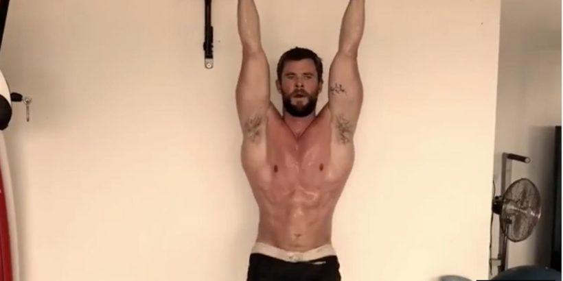 Chris Hemsworth sexy lats