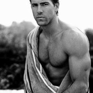 Ryan Reynolds dick slip shirtless