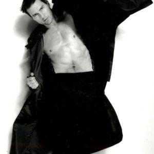 Tom Cruise shirtless pic nude